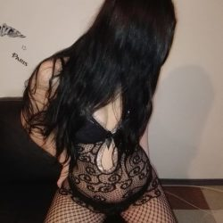 Escorta LAURA 20 ani pentru masaj erotic si sex total in Bucuresti
