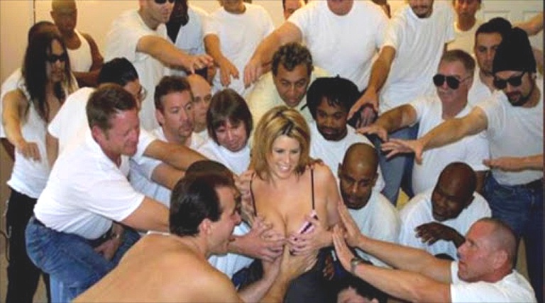 Actrita Porno Lisa Sparks castigatoarea competitiei de Wold GangBang in 1994. - PornStar Lisa Sparks the winner of the World GangBang Contest in 1994